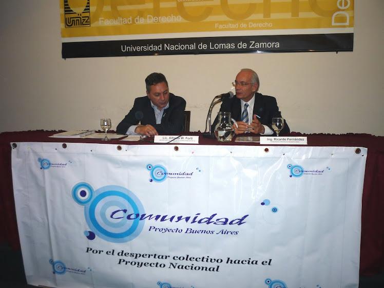 Ricardo Fernandez abrió el tiempo de preguntas...