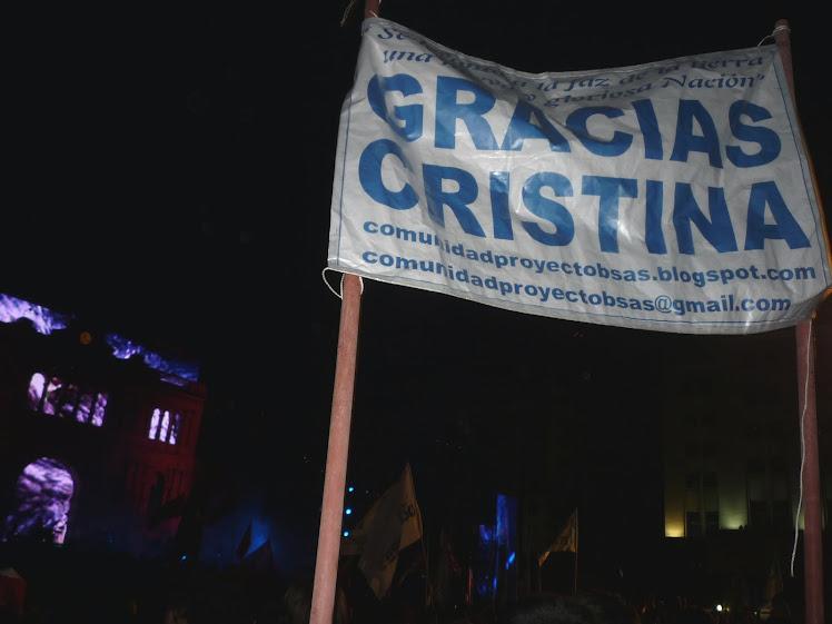"""...nosotros levantamos el nuestro: """"GRACIAS CRISTINA"""""""