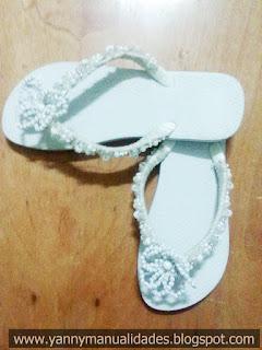 Zapatillas Bordadas Cod IP,BL,M006 Descripción Zapatilla Blanca sin corte diseño sencillo con flor de perlas en mismo tono, muy sencilla y elegante.
