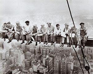 http://3.bp.blogspot.com/_2dHvJWCmKo4/S8SikIIsPkI/AAAAAAAAACc/Prm3s08UUA0/s400/300px-Lunch-atop-a-skyscraper-c1932.jpg