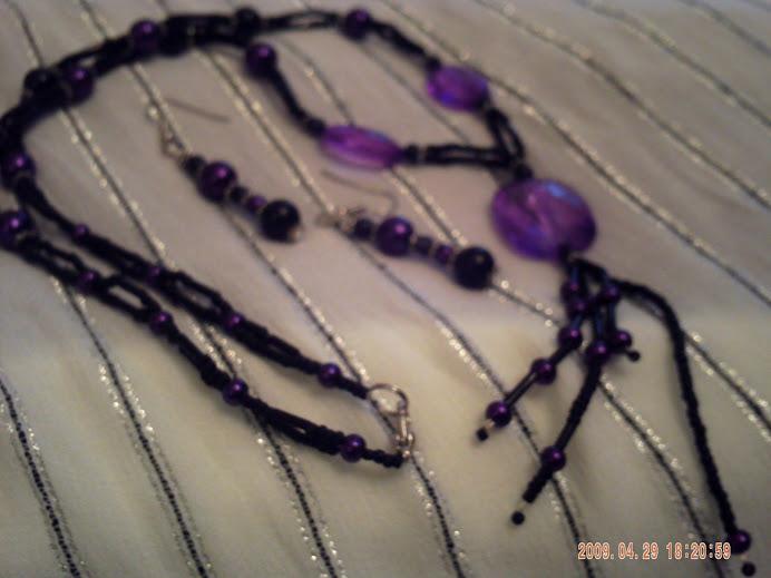 Visszatérő lila-fekete