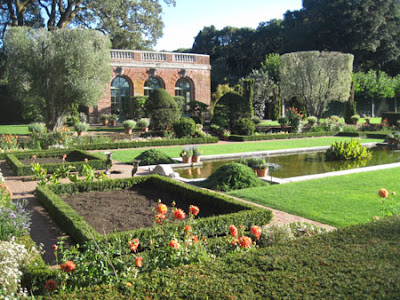 FILOLI Gardens reflecting pool