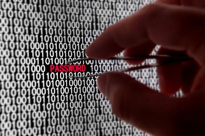 http://3.bp.blogspot.com/_2hM3rrwU8kI/TPEkYiKDaLI/AAAAAAAAAx0/rExWBO8i1eo/s1600/cyber-crime-and-identity-theft.jpg