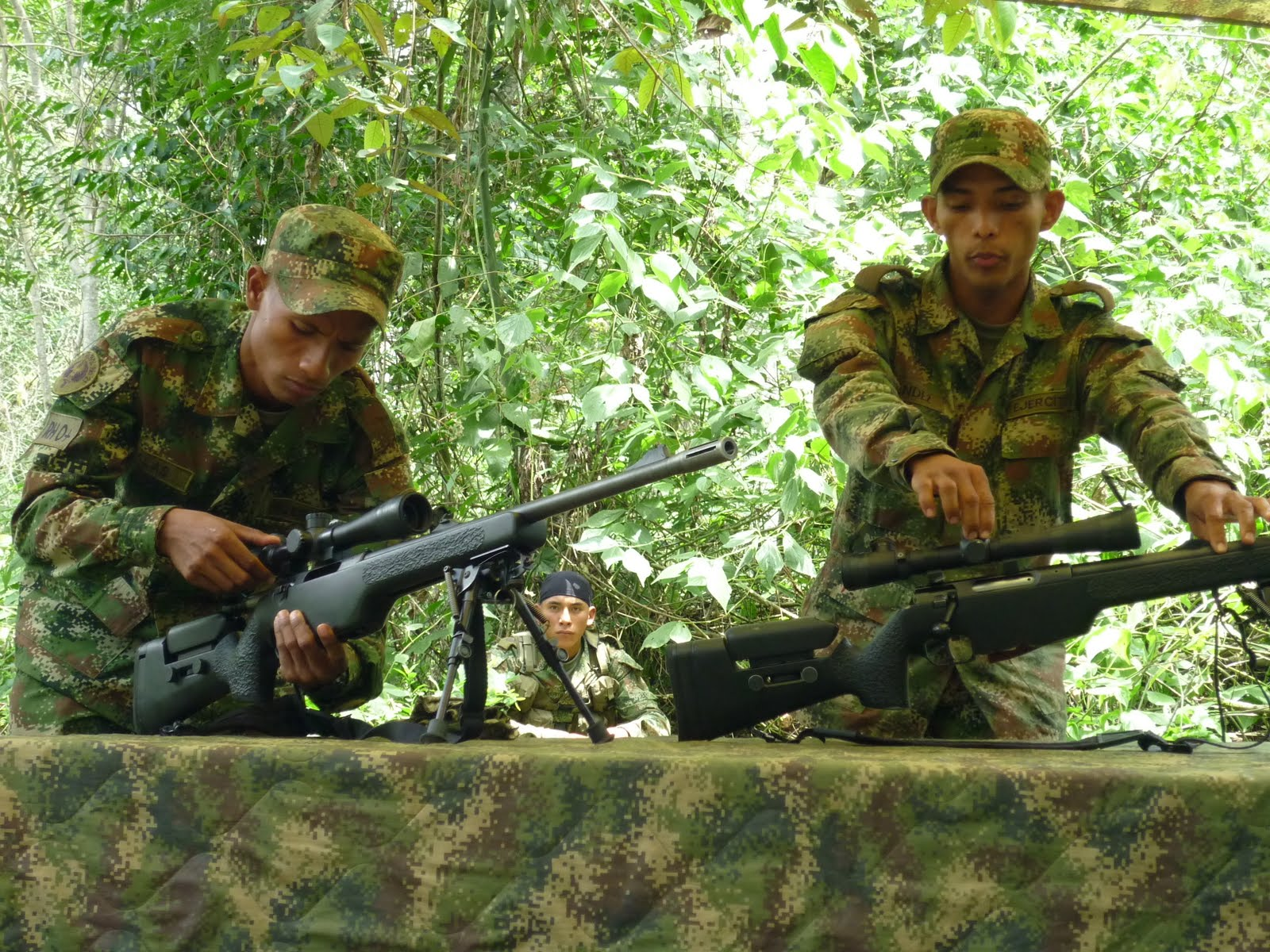 Hacia La 9 00 De La Manana Arribamos A La Guardia De La Unidad Militar