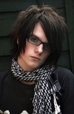 http://3.bp.blogspot.com/_2iSSI8Mqc5c/SfUCwHxzwVI/AAAAAAAAAXg/BwDqg7cyXWA/s400/cute-emo-boy.jpg