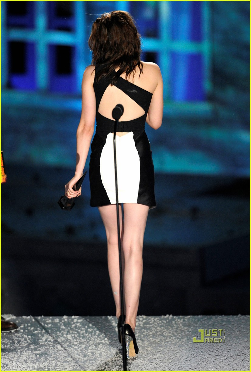 Kristen Stewart Accepts The Award For Best Kiss Twilight Saga