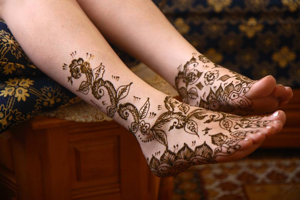 Labels: Hand Henna Tattoo Art Make the most of the henna paste and you will