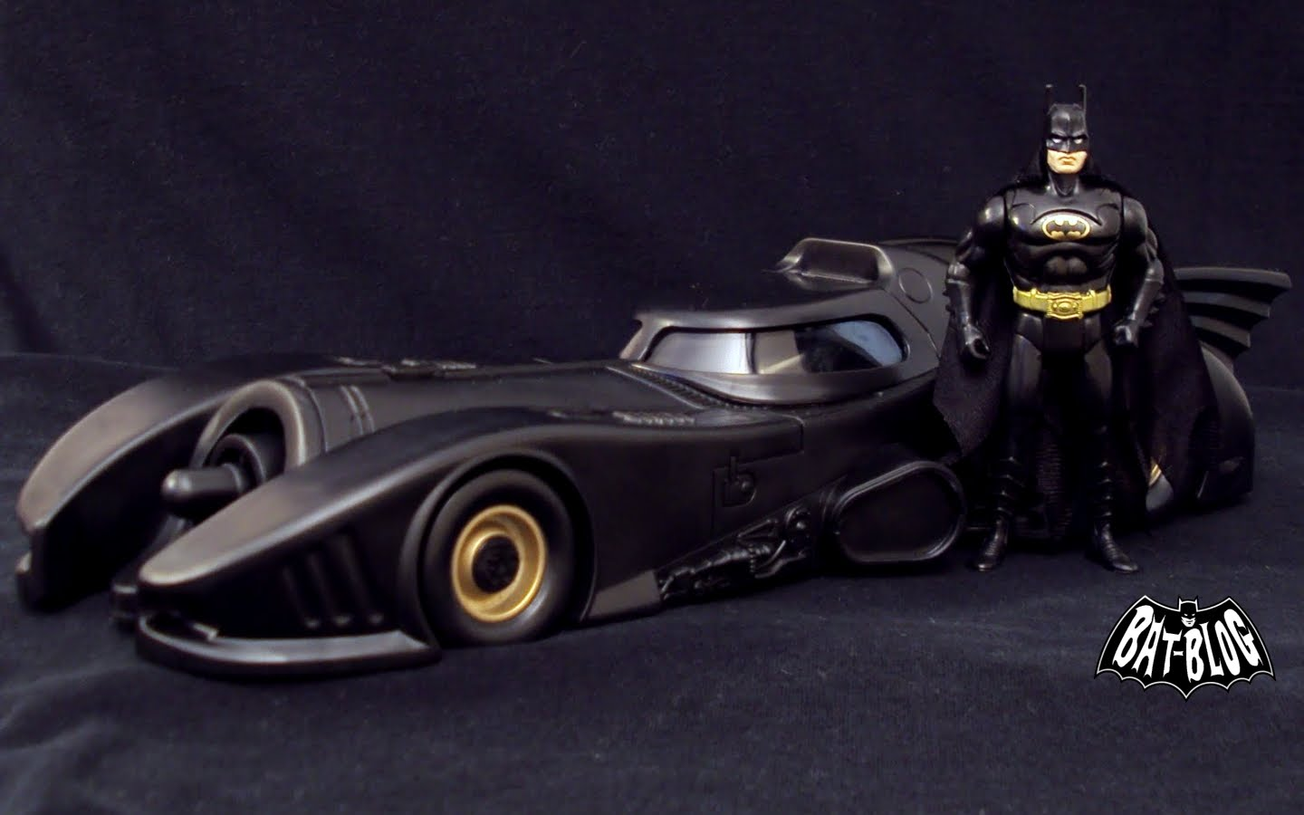 http://3.bp.blogspot.com/_2kjisMm3M9Y/TUmfjiGdqhI/AAAAAAAAOaI/6o6QABdWMlU/s1600/wallpaper-batman-1989-movie-toys.jpg