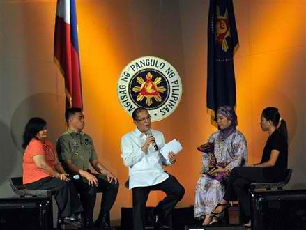 Analyst gives PNoy 8 grade for first 100 days