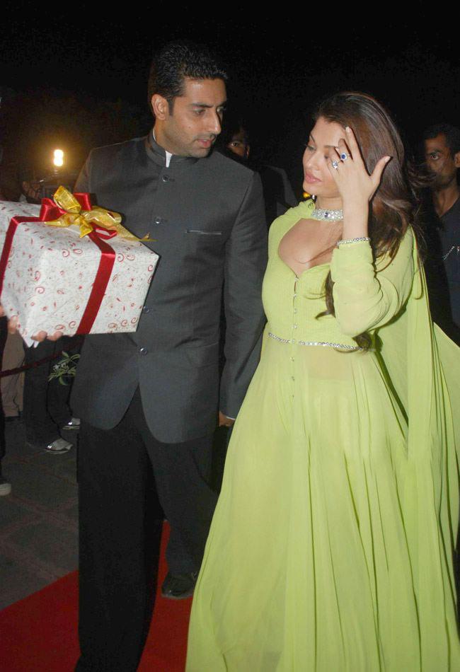 Film Actors And Actress Photo Gallery Aishwarya Rai In Green At Laila Khans Wedding Reception
