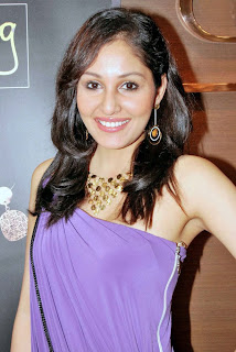 Pooja Chopra hot in violet  Pantaloons Femina Miss India World 2009  at Collection G launch