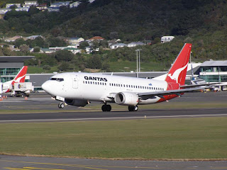 Qantas B737 leaving Wellington