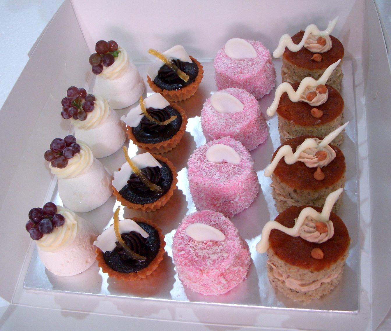 Bearylicious Cakes: Dessert Platter 3