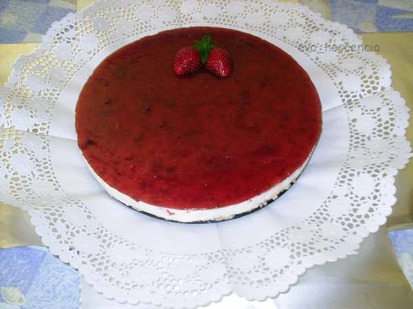 tarta de queso sin horno con mermelada de fresas