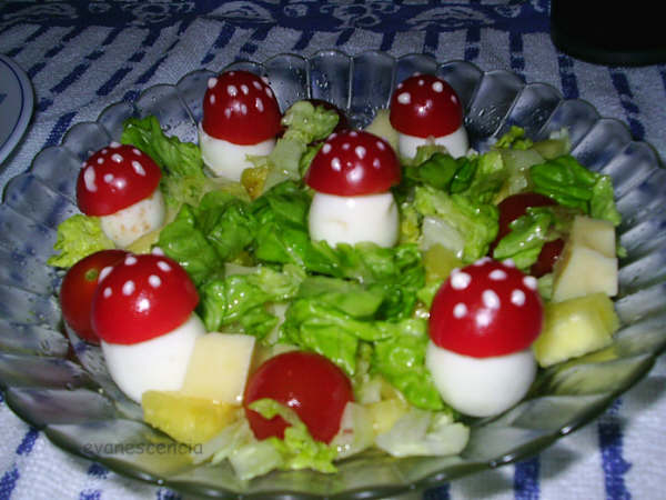 ensalada decorada con setitas