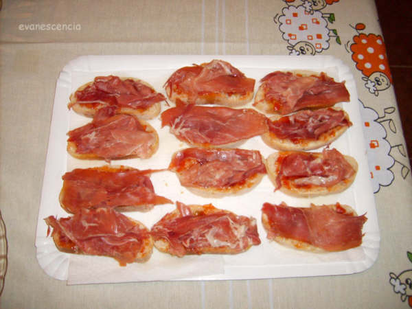 tostas de tomate y jamon
