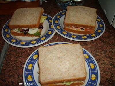 sandwich de salmon y huevo