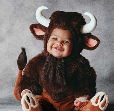 Foto Bayi Memakai Baju Sapi