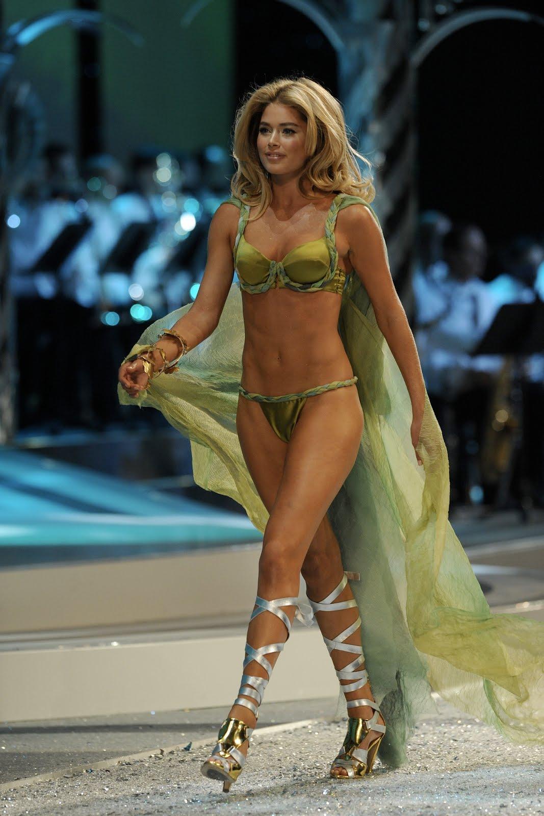 http://3.bp.blogspot.com/_2oG6HJyxuCw/TB4whn58QtI/AAAAAAAAAhY/E3mCDIOQr1o/s1600/50954_Doutzen_Kroes-2008_Victorias_Secret_Fashion_Show_Runway_0141_122_129lo.JPG