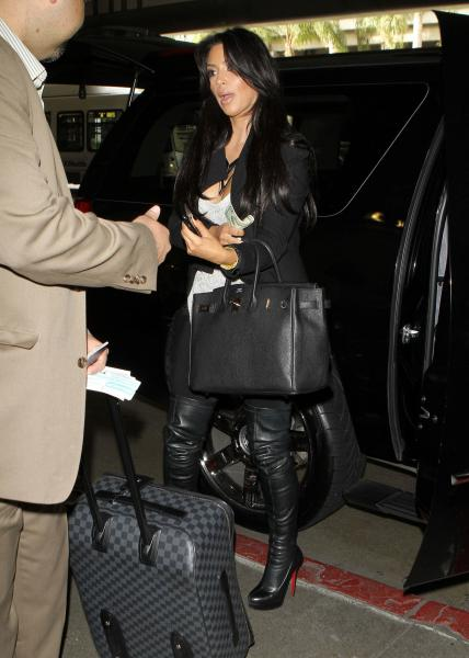 hot celebrity kim kardashian hot sexy pics at lax airport
