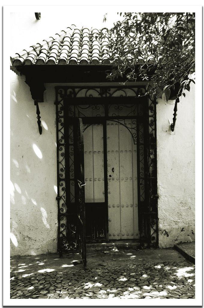 rocio troya fotograf as puertas y ventanas en blanco y negro