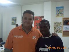 Leo junto a Mamadou, un gran bailarin