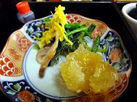 菊とほうれん草と松茸の三種盛とポン酢、柚子練