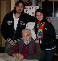 Juan Carlos Bustriazo Ortiz, con mis hijos, el invierno pasado.
