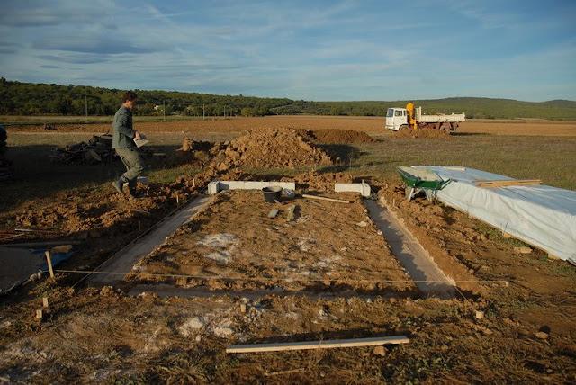 Notre maison en provence construction d 39 un abri de jardin - Fondation abri jardin pau ...