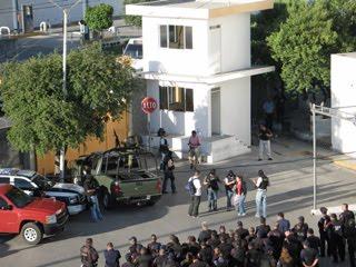 DETIENEN MILITARES A 5 POLICIAS DE CD. GUADALUPE