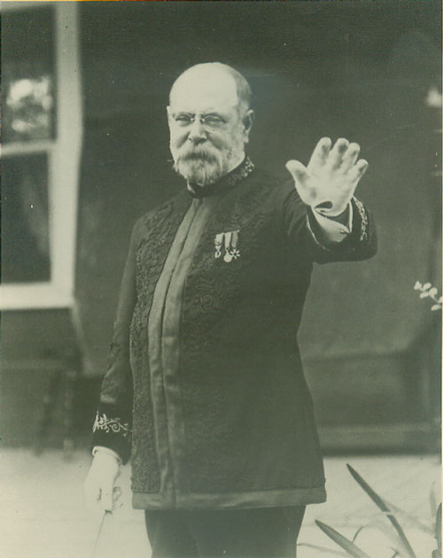 an analysis of john philip sousa born in washington dc John philip sousa wasted no time advancing his music career: at the young age  of six,  he was born in 1854 in washington dc  he was 10 years old, and  began to study music theory and composition not long after that.