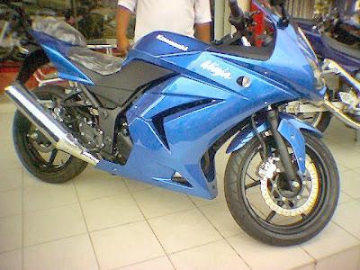 Kawasaki Ninja 250R - Cukup Cantik, Cukup Laju!