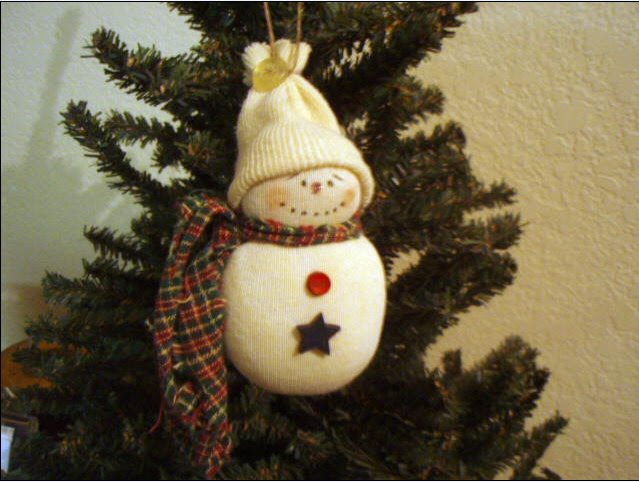 A hint of sock snowmen decorative jars for How to make homemade christmas ornaments