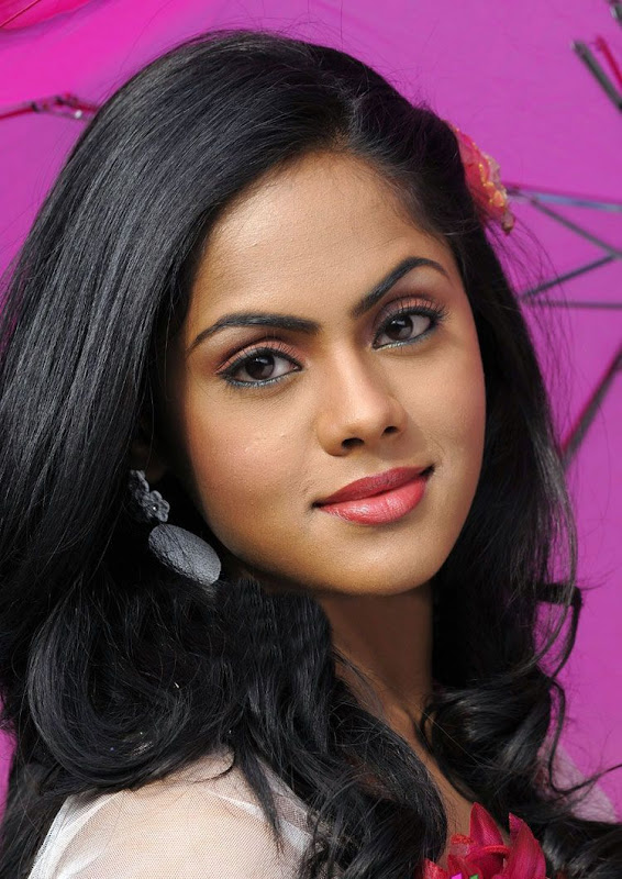 Photos Tamil Actress Karthika In Ko Movie New PhotogalleryStills hot photos