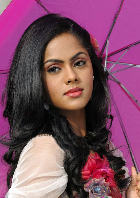 Photos Tamil Actress Karthika In Ko Movie New PhotogalleryStills cleavage