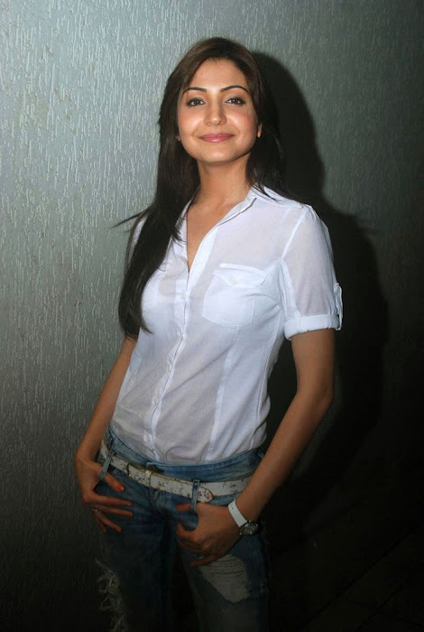 anushka sharma at handicrafts promotion actress pics