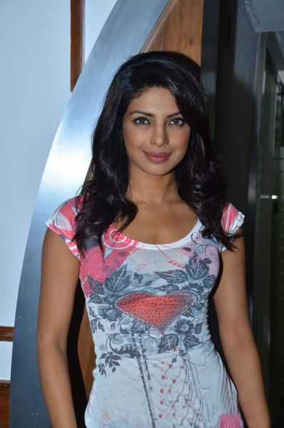 Priyanka Chopra At Radiocity  Khoon Maaf Promotioon PhotogalleryStills hot images