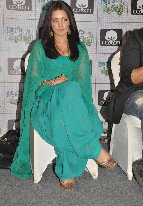 celina jaitley at lets design event actress pics
