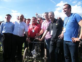 Emmanuel Braconnier (à droite sur la photo) lors du traditionnel tirer de charrue qui ouvre le festival