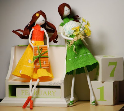 paper art: paper dolls and flowers
