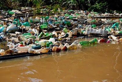 Impacto ambiental lixo no Igarape Sao Francisco Rio Branco Acre Regional II