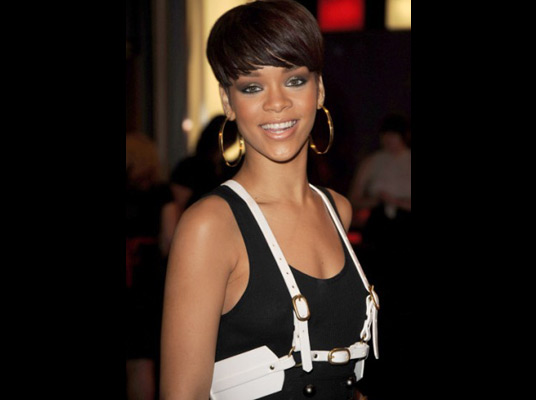 rihanna short hair 2009. rihanna short haircut. rihanna