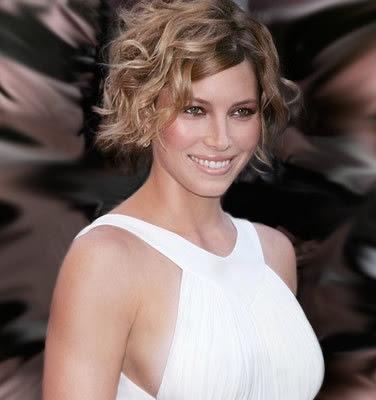 http://3.bp.blogspot.com/_30PRmkOl4ro/Sp5KkI2-HOI/AAAAAAAAVLE/PY_w3LRO7R0/s400/Trendy+Celebrity+Hairstyles+Fashion+Style2.jpg