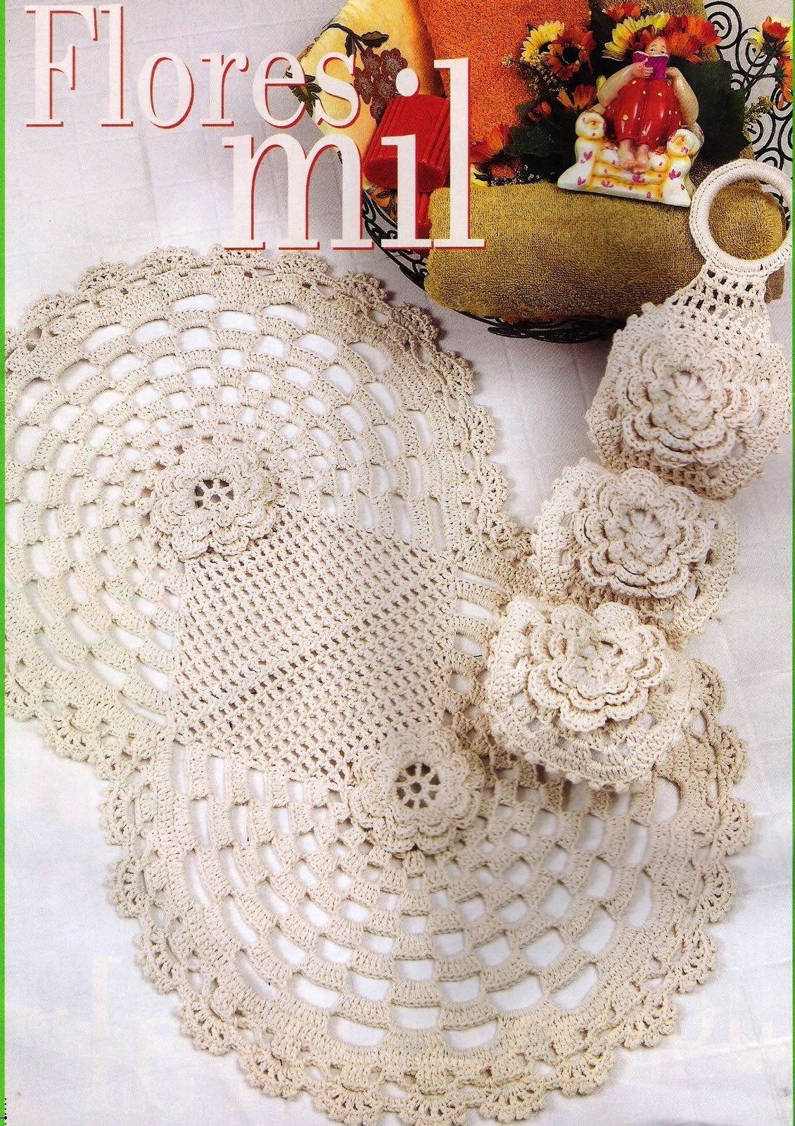 "Juegos De Baño A Crochet: Mi Casa"": Juego de baño blanco con rosa tejido a ganchillo o crochet"