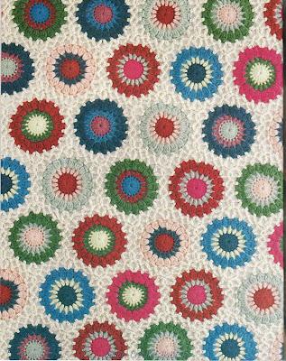 Varias Labores Tejidas A Ganchillo O Crochet Formadas Con Cuadrados