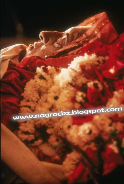 Kristenstewart Zpsdbef Fd further  moreover Indira Gandhi Funeral in addition Caa D Ca C Bab F F D Ae F further Foto. on 2013 09 01 archive