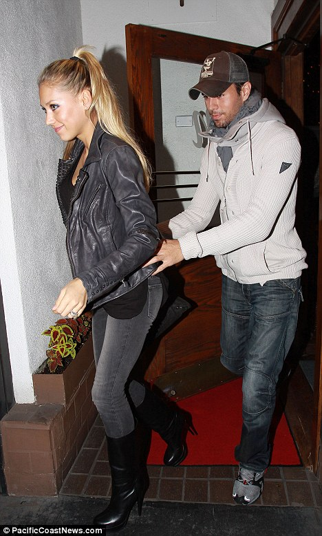anna kournikova and enrique iglesias wedding. Loving touch: Enrique