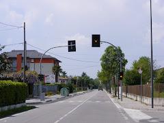 semaforo e marciapiede via ronchi