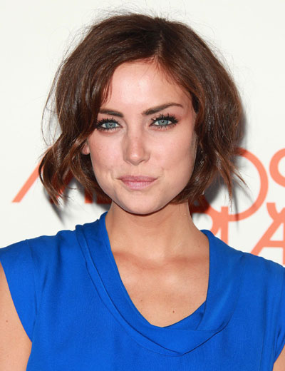 hairstyle that fits her heart-shaped face. Jessica Stroup short hair