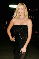 Charlize Theron Makes Everyone Look Good